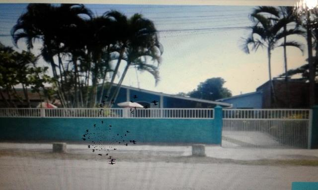 Alugo Casa Balneário Praia de Leste, há 450 metros da praia,