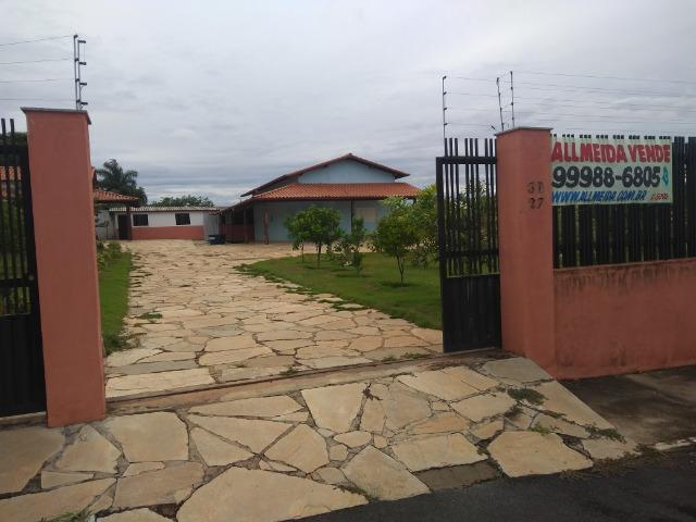 Allmeida vende bela casa com três quartos no Condomínio Mansões Entre Lagos - Foto 2