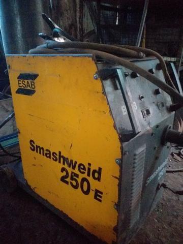 Maquina solda Mig 250 Esab com cilindro