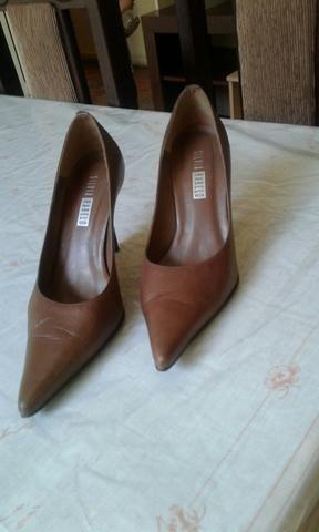 7a3d697ad8 Jaqueta Branca e sapato Scarpin marrom. - Roupas e calçados ...