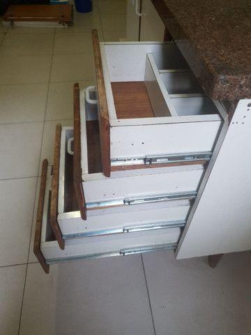 Pedra e armario de cozinha e torneira - Foto 4