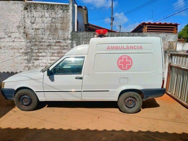 Vende-se ambulância completa