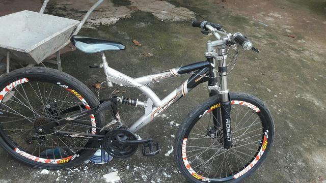 Vendo essa bike Por r$ 800 real mola traseira e dianteira