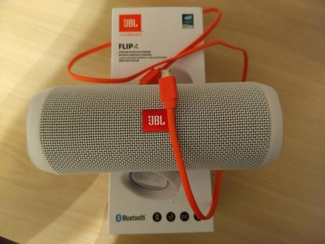 Vendo ou troco caixa de som JBL FLIP 4 (NOVA, NA CAIXA) por um Xtreme 40w