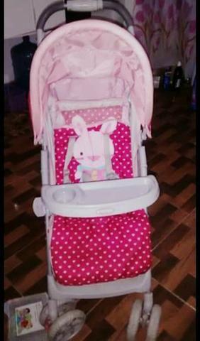 Carrinho de bebê rosa semi novo
