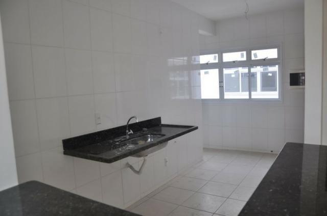 Apto c/ 3 qts/suíte, sala, cozinha, prédio c/ elevador, a 600 metros da praia. - Foto 11