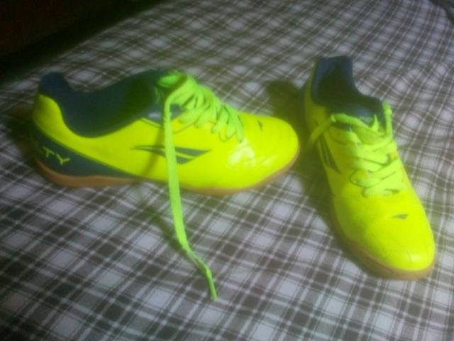 811bbe614a Chuteira Society Penalty Soccer Matis VIII - Amarelo e Azul ...