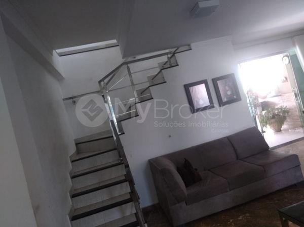 Casa sobrado com 5 quartos na Vila Santa Helena em Goiânia - Foto 5