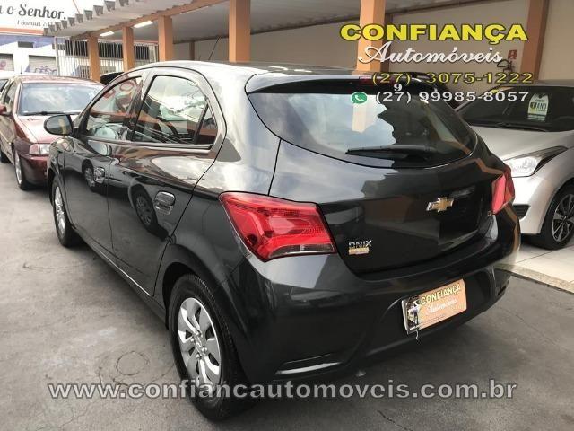 GM / Onix Hatch LT 1.0 8V - Foto 5