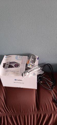 Vendo ou troco mini Projetor Betec 1600 lumens - Foto 3