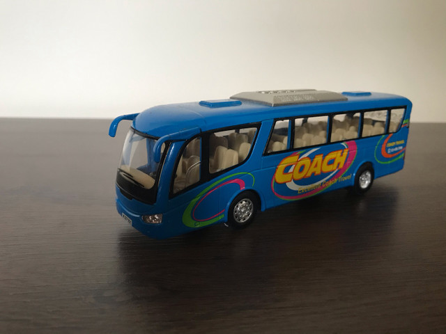5 ônibus em miniatura (usado)