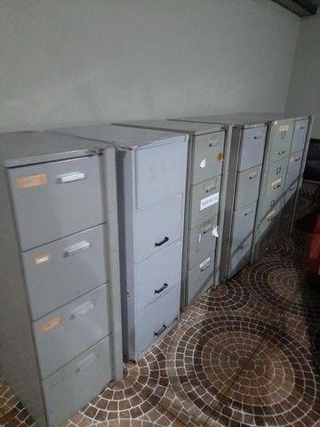 Vendo arquivos de aço