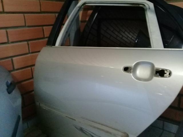 Porta Toyota Corolla traseira esquerda - Foto 2