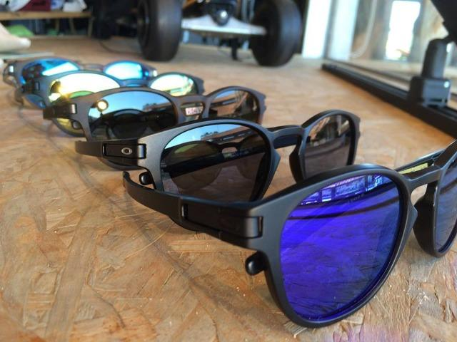 40510b77c Oculos de Sol Oakley Latch 100% Polarizados - Várias Cores ...