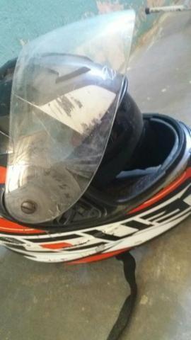 Dois capacete e um par de retrovisor - Foto 3