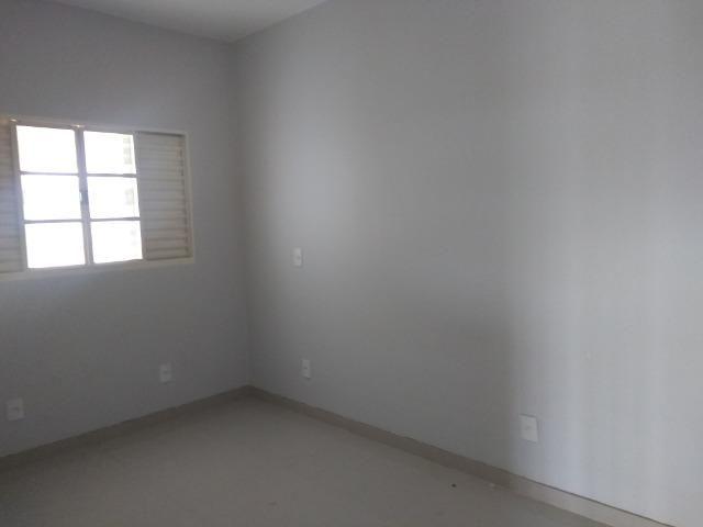 Allmeida vende bela casa com três quartos no Condomínio Mansões Entre Lagos - Foto 15