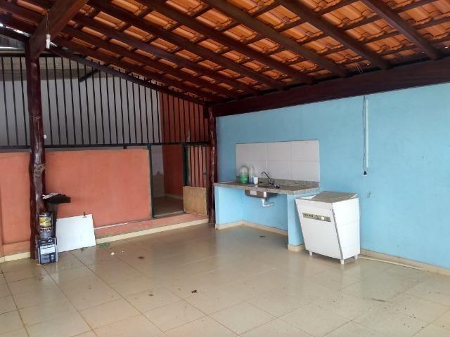 Allmeida vende bela casa com três quartos no Condomínio Mansões Entre Lagos - Foto 6