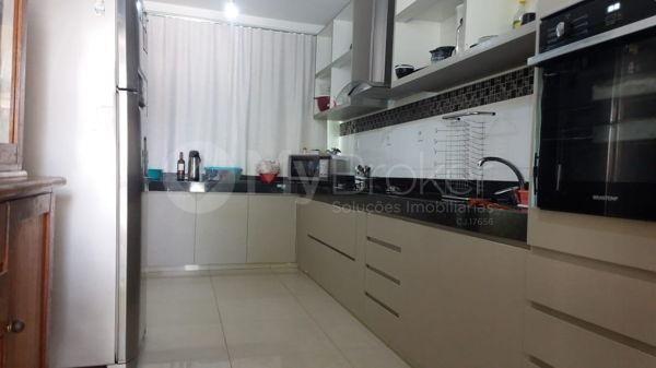 Casa sobrado com 5 quartos na Vila Santa Helena em Goiânia - Foto 14