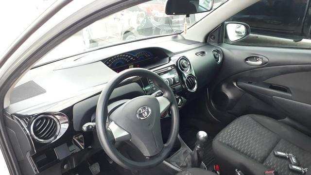Toyota Etios xs 1.5 - Foto 2