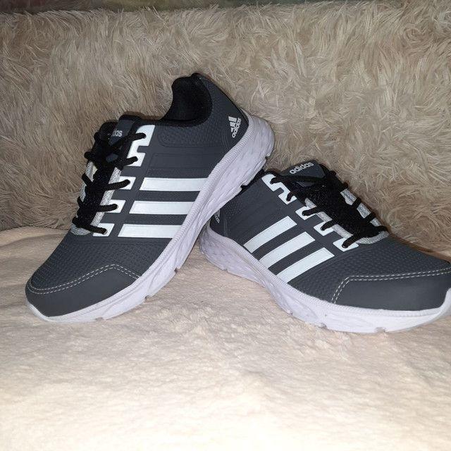 Tênis Adidas cinza * 9 8 6 0 0 - 1 0 2 1 - Foto 2