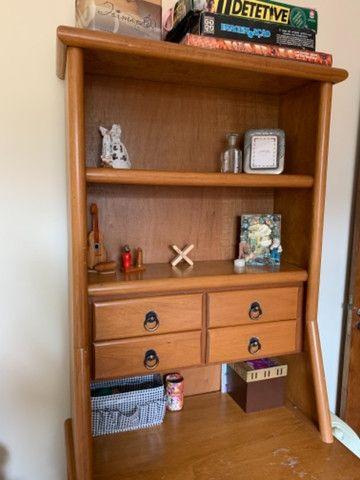 Escrivaninha usado com gavetas e prateleiras - Foto 2