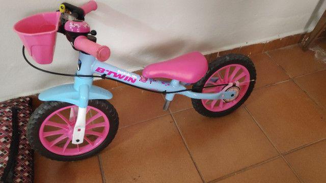 Bicicleta infantil de equilíbrio