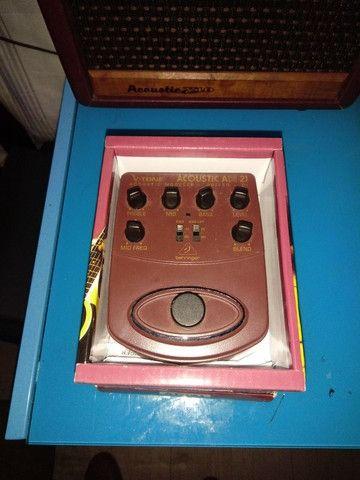 Amplificador e pedal acústico