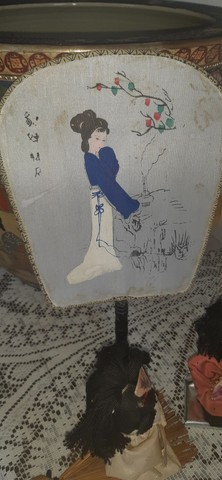 sete bonecas antigas japonesas com biombo e  leques - Foto 3