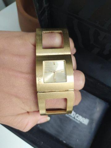 Relógio Roberto Cavalli Feminino Dourado - Foto 2