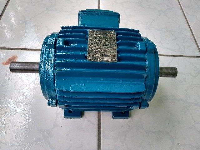 Motor Elétrico Trifásico Duplo Eixo Weg 1cv 830rpm Usado - Foto 2