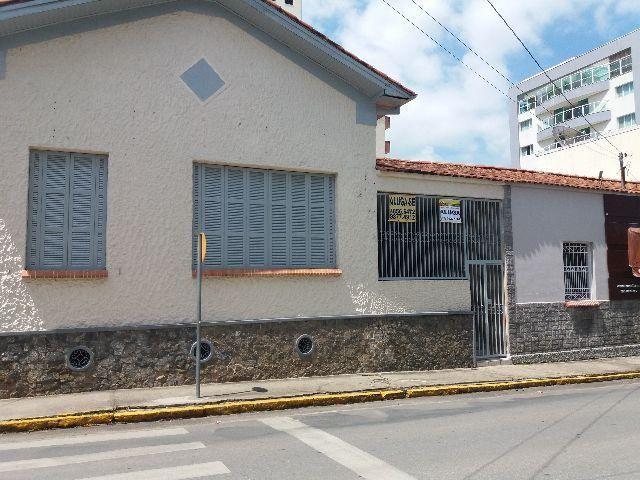 Casa em Itajubá, Centro, em frente a Câmara- Ideal para fins comerciais ou república
