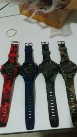 Relógio tipo Gshok $ 50,00
