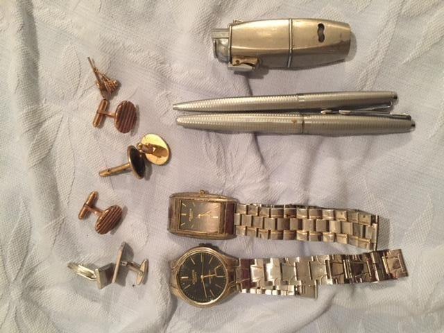 2 Relógios Atlantis Quartz, pingentes, isqueiro