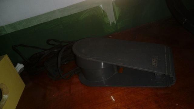 (P11) Máquina de costura Singer Simplesmatic em ótimo estado de conservação, vendo por R$3