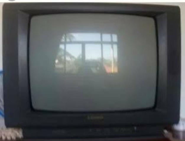 Televisão Mitsubishi velha