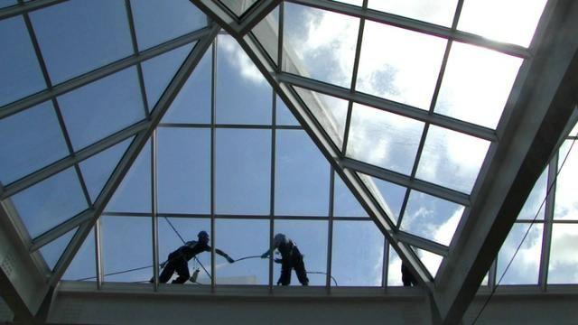 Limpeza e lavagem de toldos e fachadas, limpezas de telhado e trabalho em altura