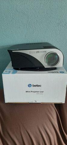 Vendo ou troco mini Projetor Betec 1600 lumens - Foto 2