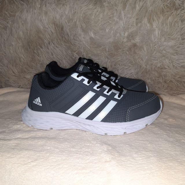 Tênis Adidas cinza * 9 8 6 0 0 - 1 0 2 1 - Foto 3