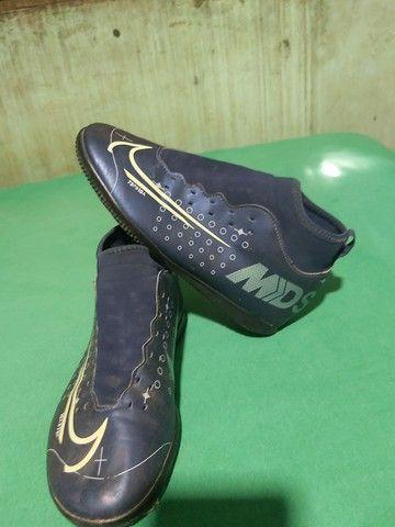 Desapegor sapato de dois sapatos de futsal e um de campo os três da Nike original - Foto 6
