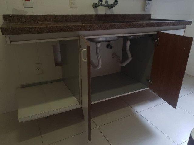 Pedra e armario de cozinha e torneira - Foto 2