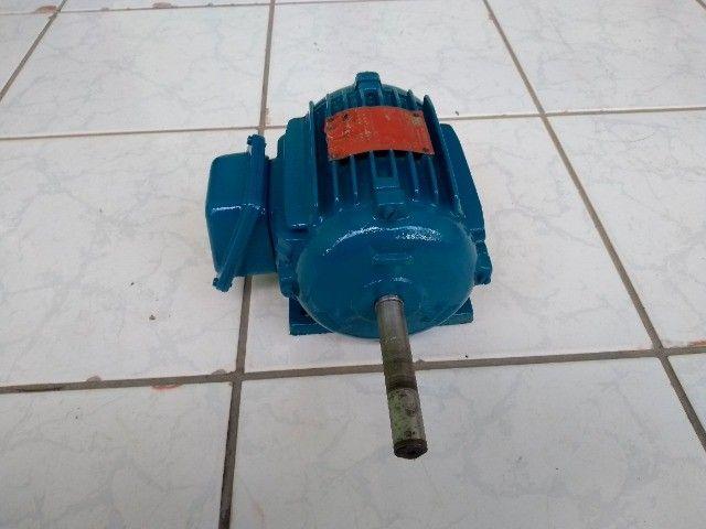 Motor Elétrico Trifásico Duplo Eixo Weg 075cv 1140rpm usado - Foto 4