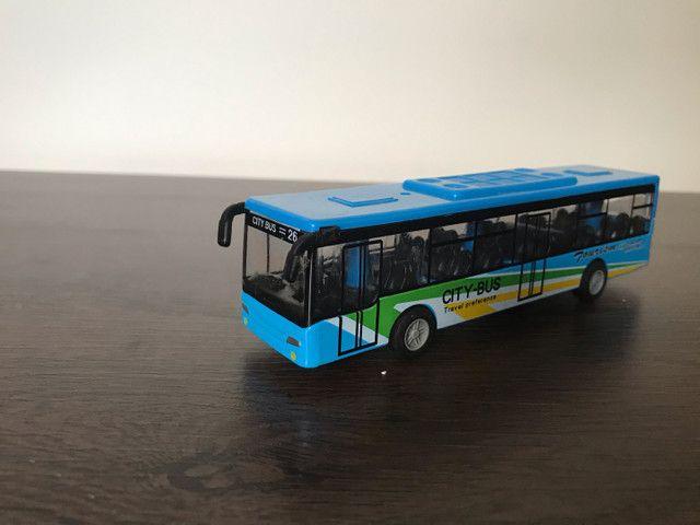 5 ônibus em miniatura (usado) - Foto 3