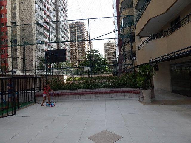 Lindo 2 qts com suite no melhor ponto da Barra da Tijuca - Foto 7