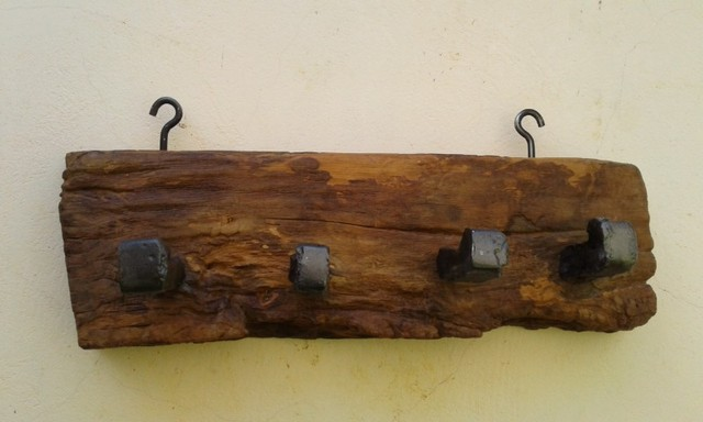 Pendurador de madeira maciça antiga, de peroba rosa - Foto 3