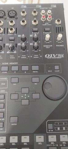 Mesa de som digital 01V96i 20 canais - Foto 3