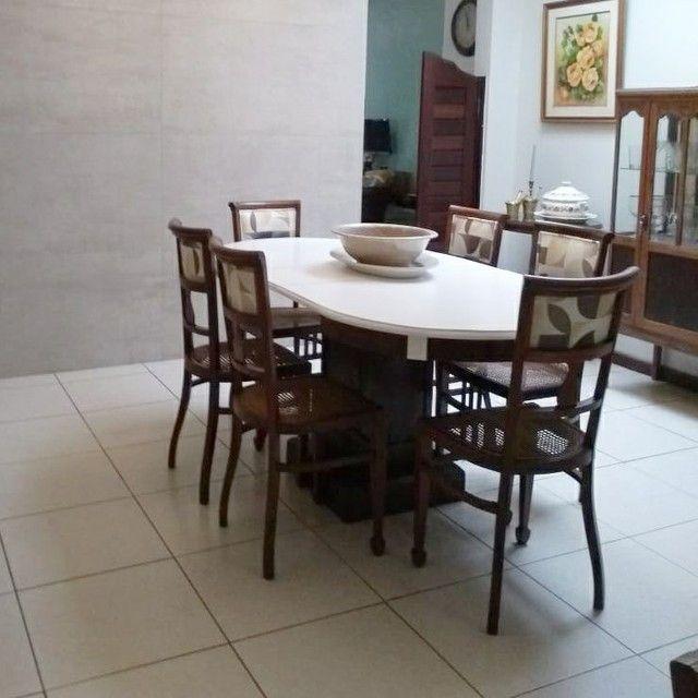 Mesa em madeira com 6 cadeiras  - Foto 2