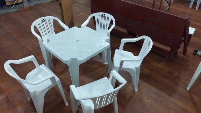 Mesas para aluguel e cadeiras kit 4 cadeiras e uma mesa 10 reais e só cadeiras 2 reais