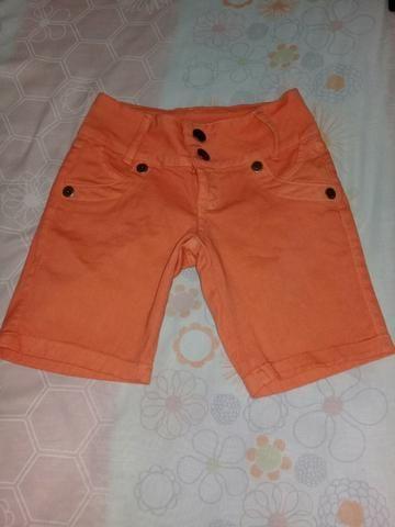 Shortes femininos rosa e laranja
