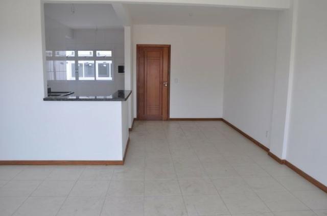 Apto c/ 3 qts/suíte, sala, cozinha, prédio c/ elevador, a 600 metros da praia. - Foto 4