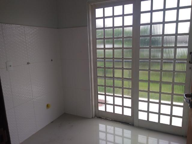 Allmeida vende bela casa com três quartos no Condomínio Mansões Entre Lagos - Foto 9